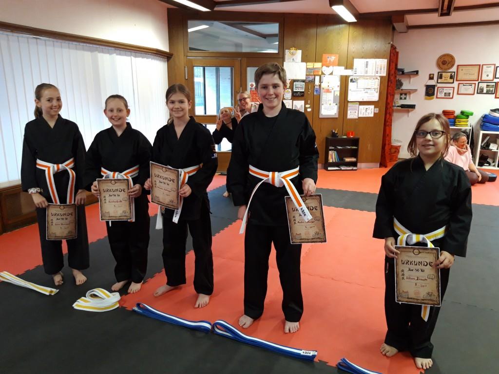 Glückliche Karate Kids